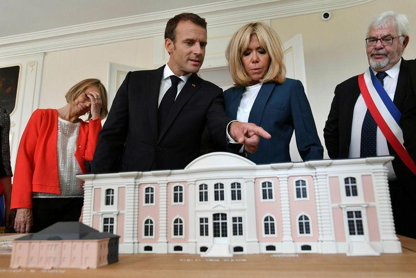 Forsetahjónin Brigitte og Emmanuel Macron. Kaup á nýjum borðbúnaði fyrir ...
