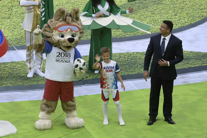 Lukkudýr heimsmeistaramótsins vakti mikla lukku hjá Ronaldo, fyrrverandi markamaskínu brasilíska ...