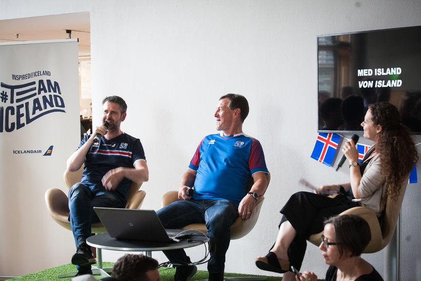 Sendiherrann Martin Eyjólfsson ásamt öðrum fyrrverandi fótboltakappa, Ásgeiri Sigurvinssyni.