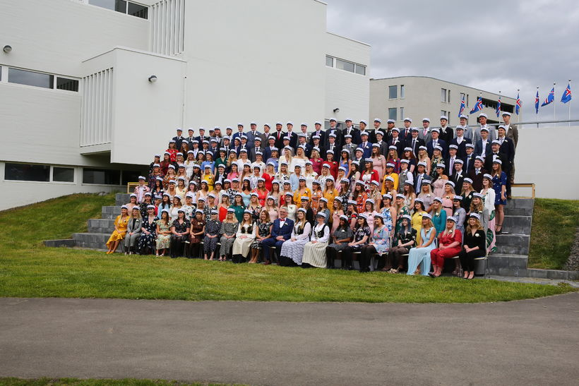 Litskrúðugir stúdentar frá Menntaskólanum á Akureyri.