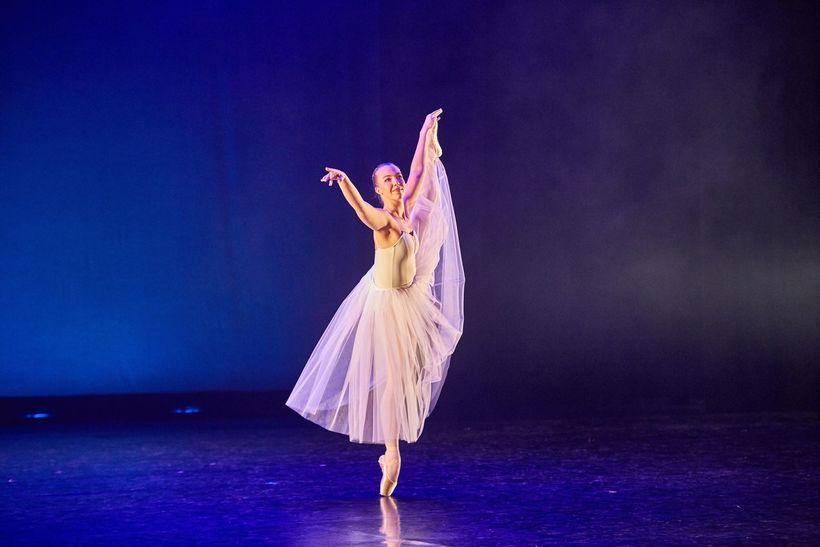 Sesselja dansar verkið Serenade eftir George Balanchine.