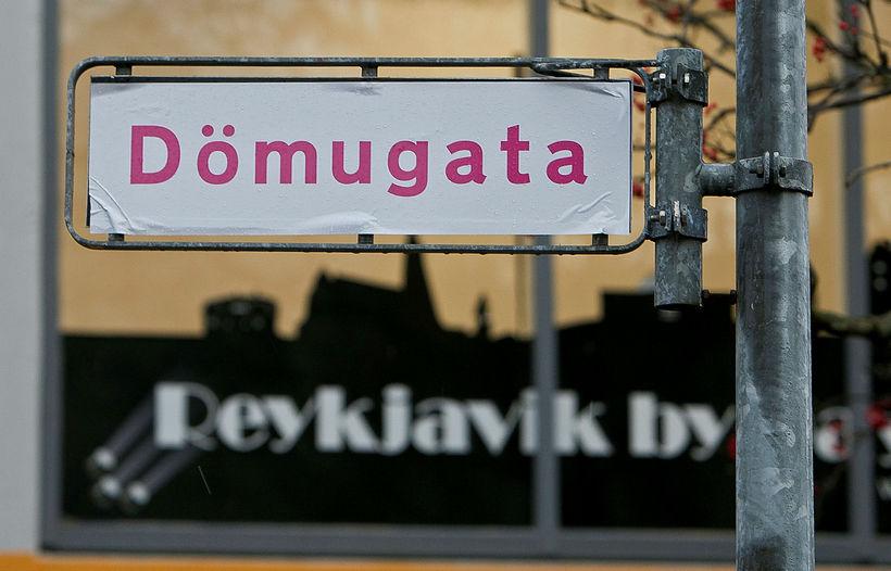 Mikil stemning var í miðborg Reykjavíkur er konur á öllum ...