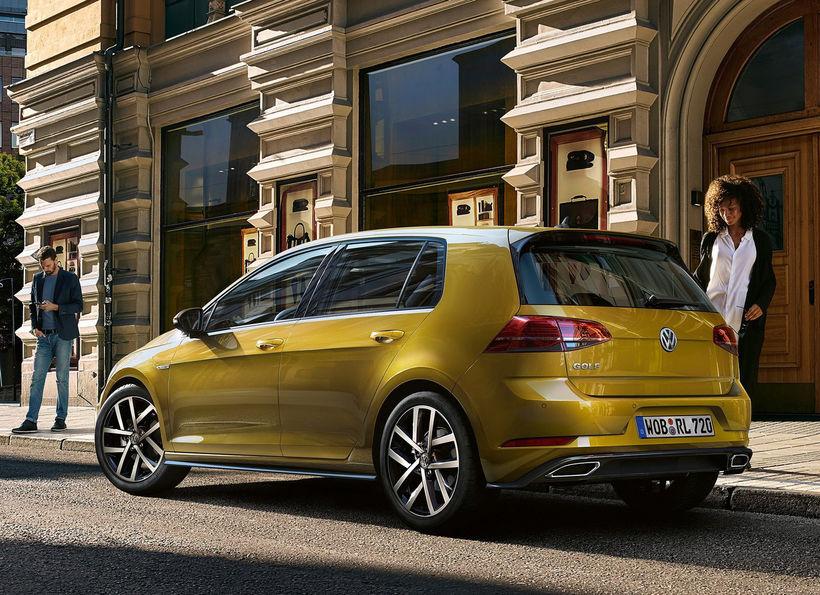 Volkswagen Golf situr fast á toppnum.