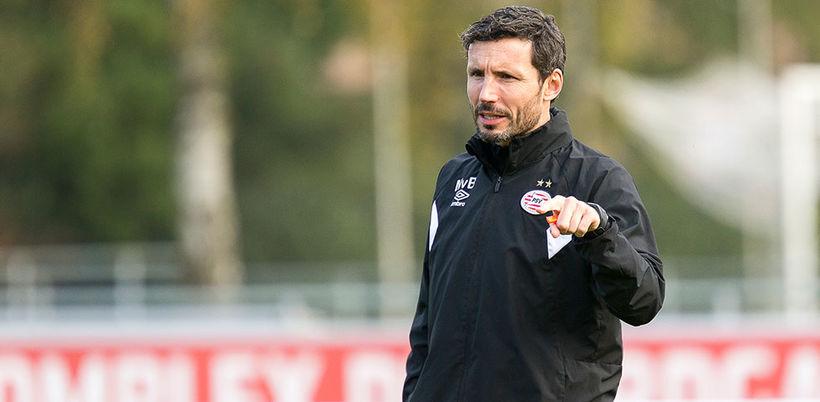 Mark van Bommel er tekinn við PSV.