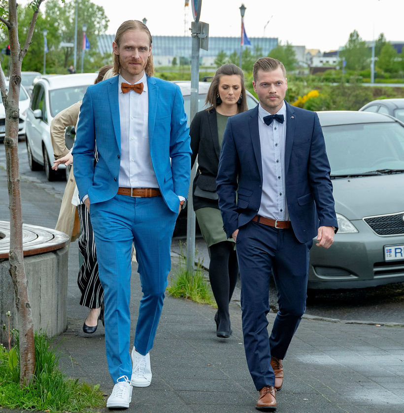 Björgvin Páll Gústavsson mætti í ljósbláum jakkafötum.