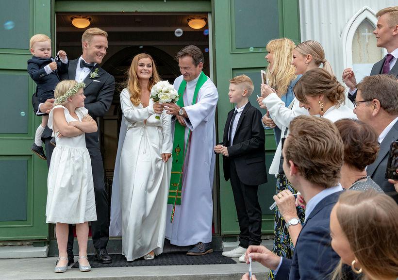 Gunnar Steinn Jónsson og Elísabet Gunnarsdóttir voru glæsileg í Fríkirkjunni ...