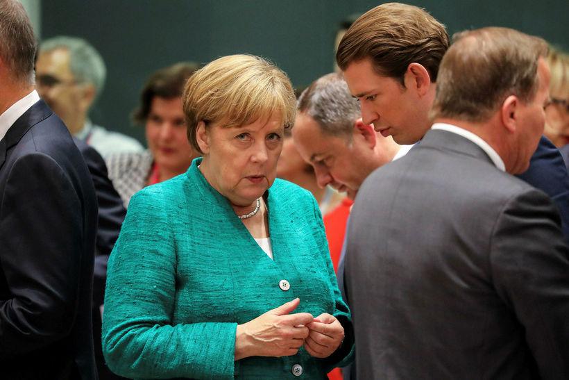 Angela Merkel ræðir við kansalara Austurríkis, Sebastian Kurtz, á fundi ...
