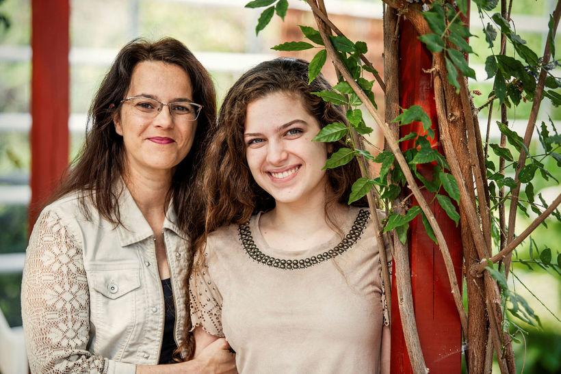 Mæðgurnar Aline og Beatriz Soares Ladeira.