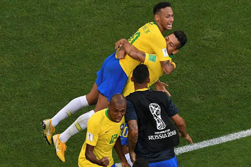 Firminho fagnar marki sínu þegar hann kom Brasilíu í 2:0.