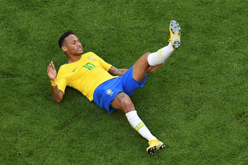 Neymar er mikið í grasinu.