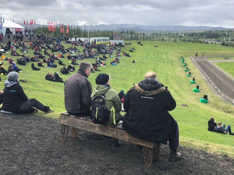 Áhorfendur við aðalvöllinn í dag.