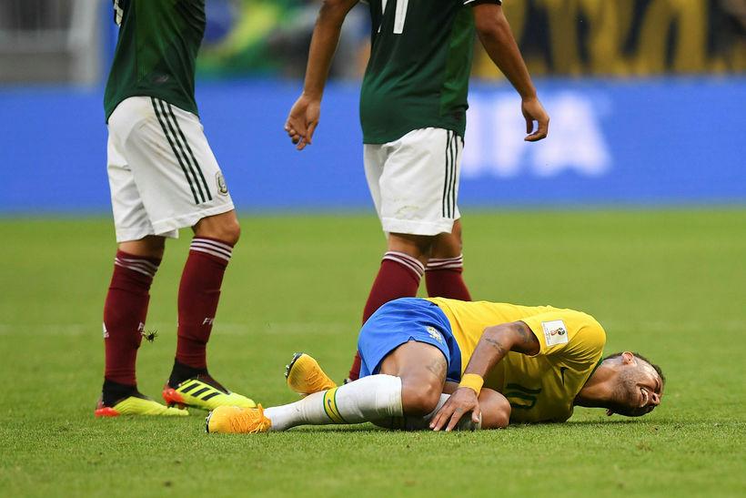 Neymar hefur eytt 13 mínútum og 50 sekúndum liggjandi á ...