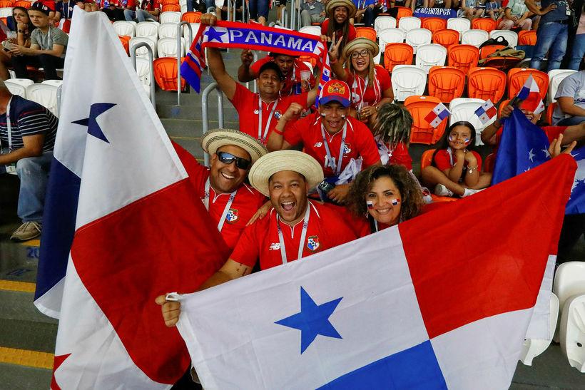 Stuðnignsmenn Panama með fána Panama á HM í Rússlandi.