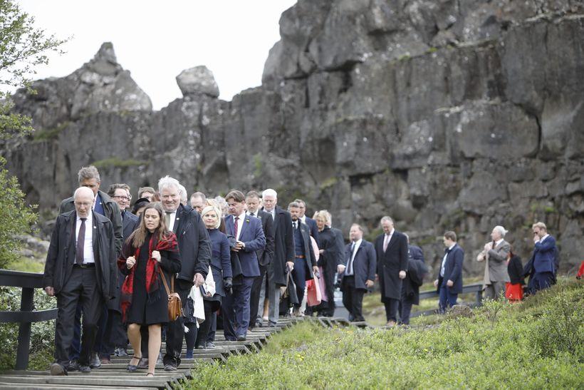 Þingmennirnir 57 sem mættu til hátíðarfundarins á Þingvöllum í dag.