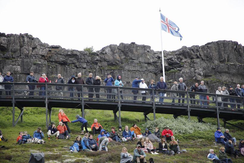 Mætingin á hátíðarfund Alþingis var mun dræmari en búist hafði ...