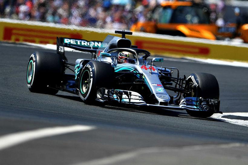 Lewis Hamilton á ferð á heimavelli í Silverstone.