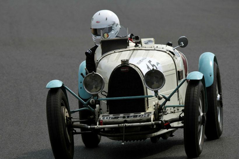 Frakkinn Philippe Champeroux á ferð á Bugatti Type 51 frá ...