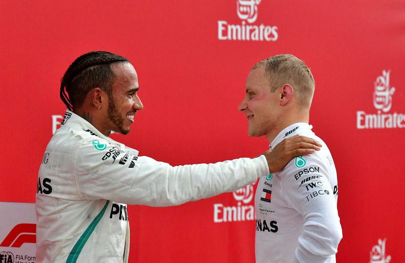 Lewis Hamilton (t.v.) og Valtteri Bottas hefja keppni á morgun ...