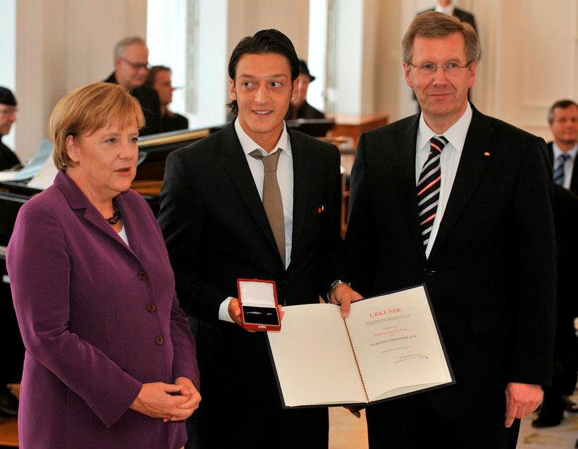 Angela Merkel, Mesut Özil og þáverandi forseti Þýskalands, Christian Wulff. ...