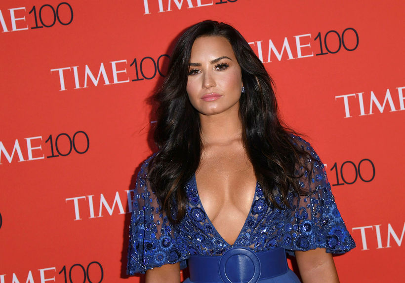 Lovato var með sítt dökkt hár fyrir klippinguna.
