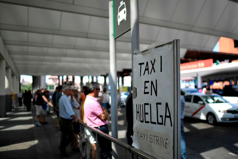 Myllumerkið #TaxiEnHuega (Leigubílar í verkfalli) hefur farið hátt á Twitter ...