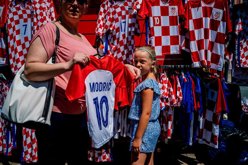 Treyjan með nafni Luka Modric er vinsæl þessa dagana.