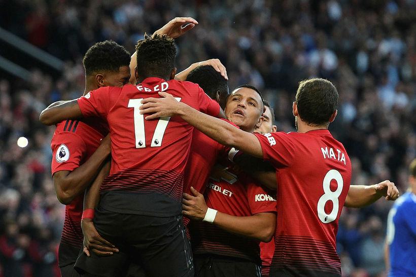 Leikmenn Manchester United fagna fyrsta marki leiksins.