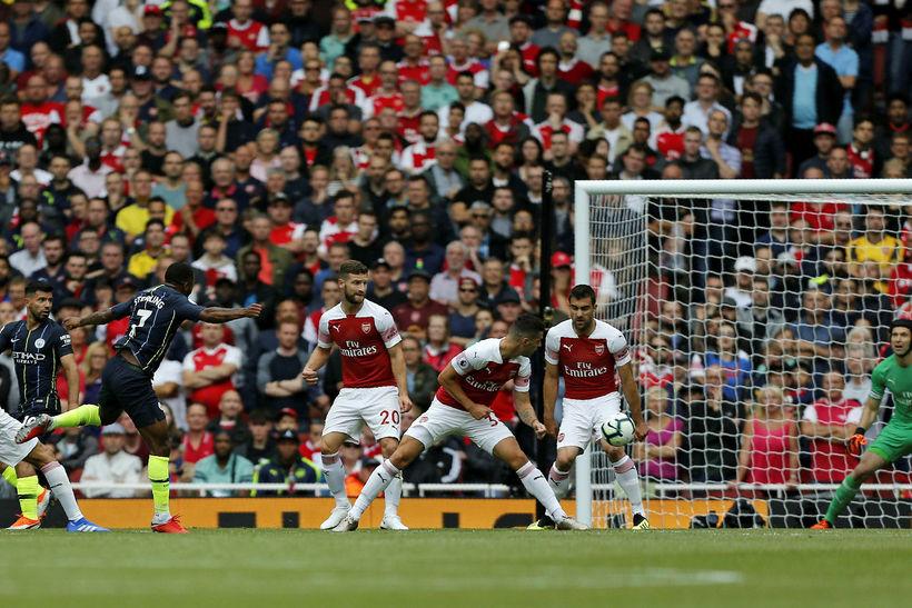 Raheem Sterling skorar hér á Emirates í dag.