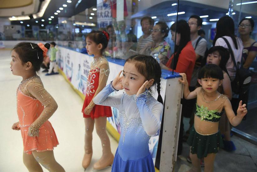 Í fyrra fæddust 17,23 milljónir barna í Kína, sem er ...
