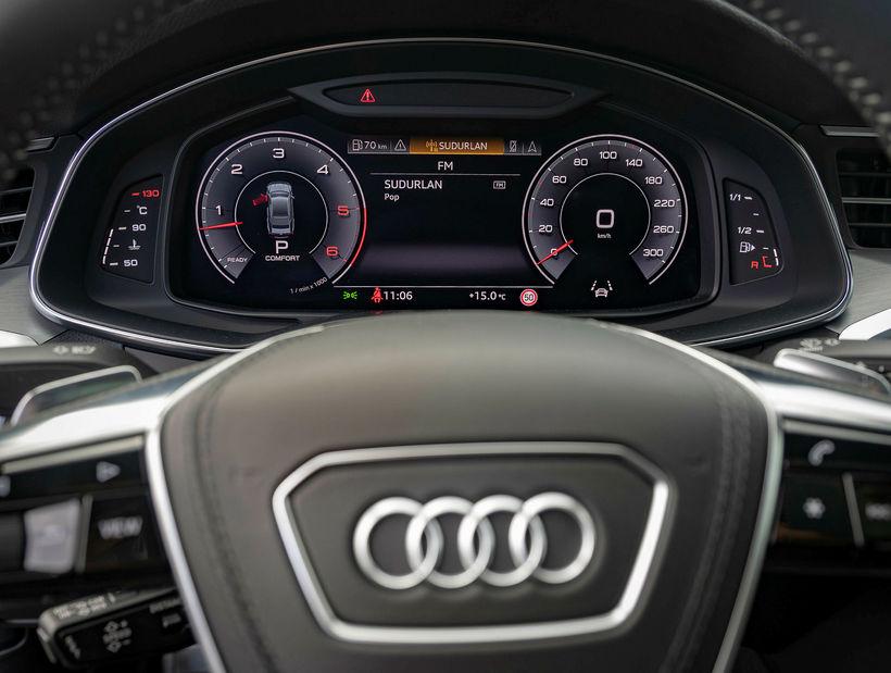 Framsetning efnis á skjám og mælum Audi A7 er af ...