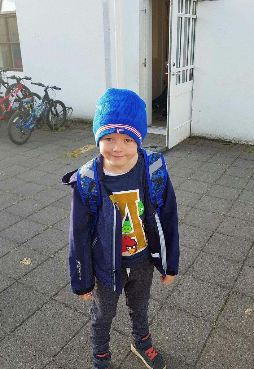 Jóhann Helgi var að byrja í fyrsta bekk í Brúarlandsskóla. ...