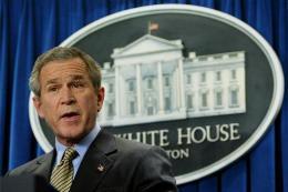 George W. Bush ræðir við blaðamenn í Hvíta húsinu í ...