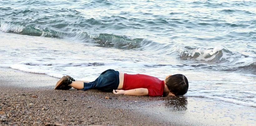 Myndin af líflausum líkama hins þriggja ára gamla Alan Kurdi …