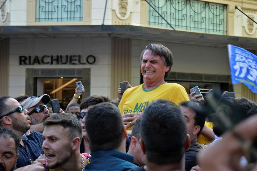 Sárskaukagretta kom skyndilega á Jair Bolsonaro á kosningafundinum og kom ...