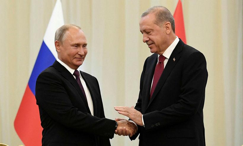 Vladimir Pútín og Recep Tayyip Erdogan, forseti Tyrklands, takast í ...