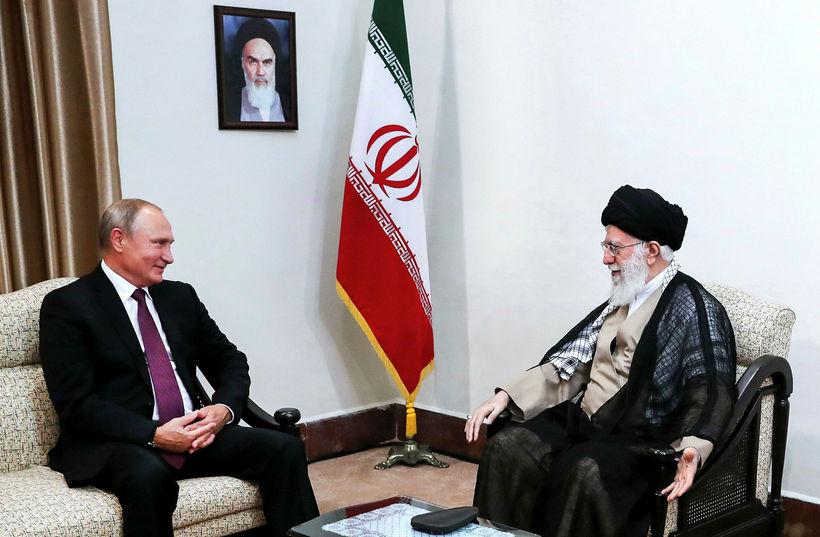 Pútín ásamt Ayatollah Ali Khamenei, æstaklerks Írans.