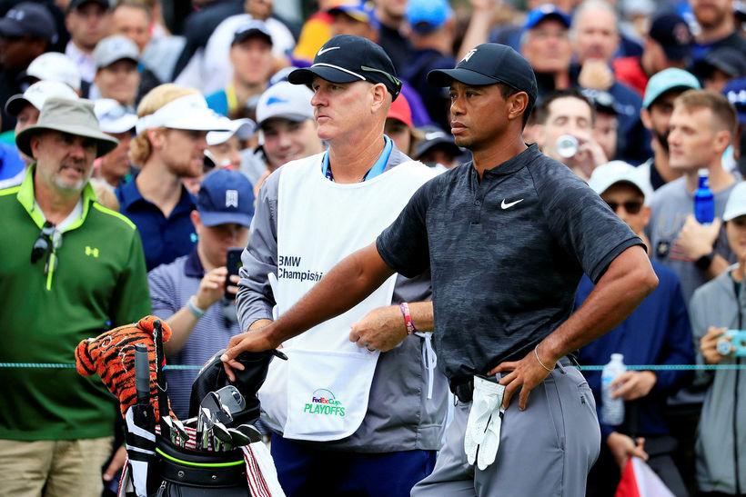 Tiger Woods á hringnum í kvöld.