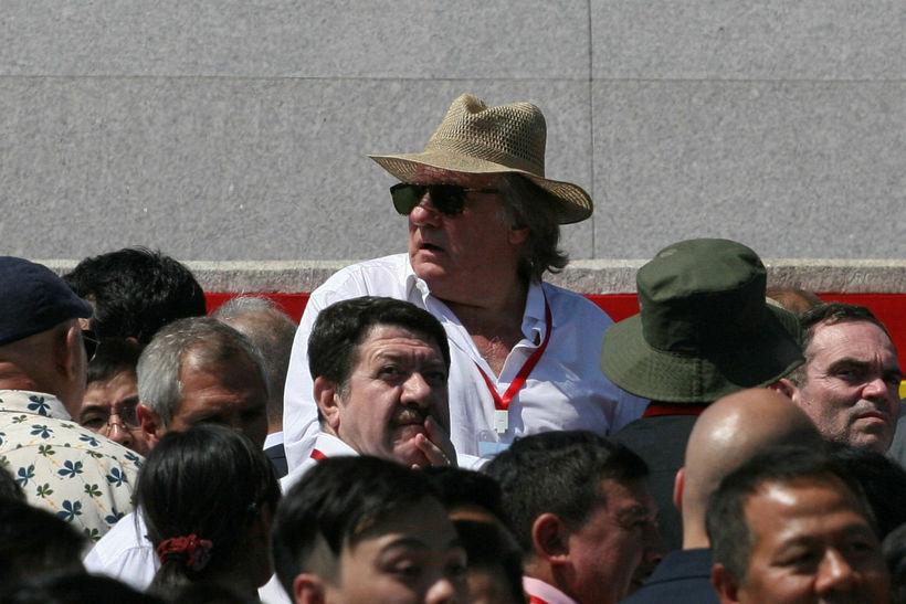 Franski leikarinn Gerard Depardieu á hersýningunni.