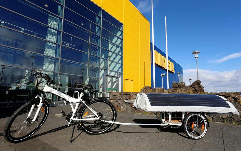 Húsgagnarisinn IKEA er aðalstyrktaraðili Sushil og þróaði með hans aðstoð ...