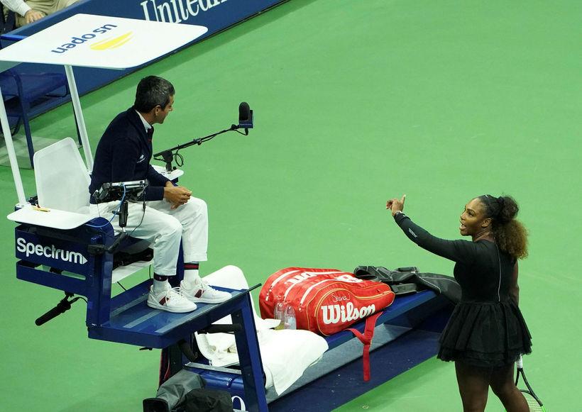 Serena Williams sést hér rífast við dómarann, Carlos Ramos, á ...
