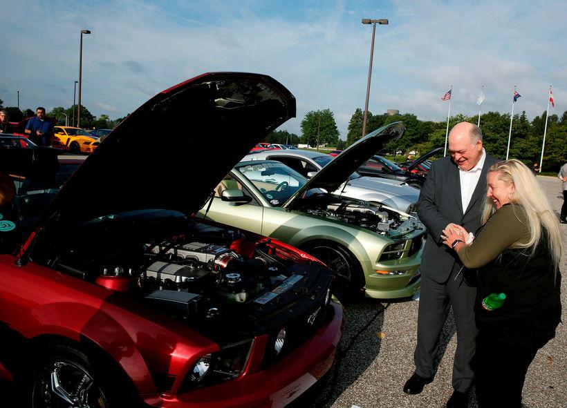 Jim Hackett, forstjóri Ford, var meðal þeirra sem fögnuðu smíði ...