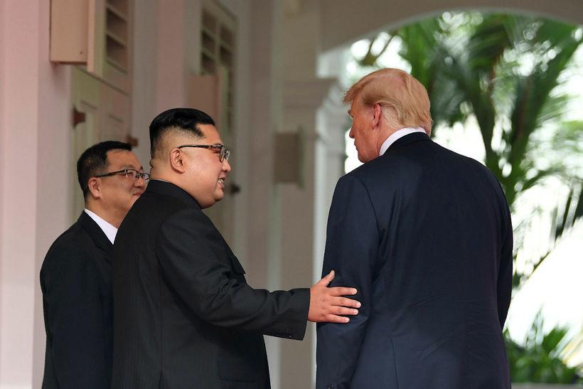 Trump og Kim hittust á sögulegum fundi í Singapore í ...