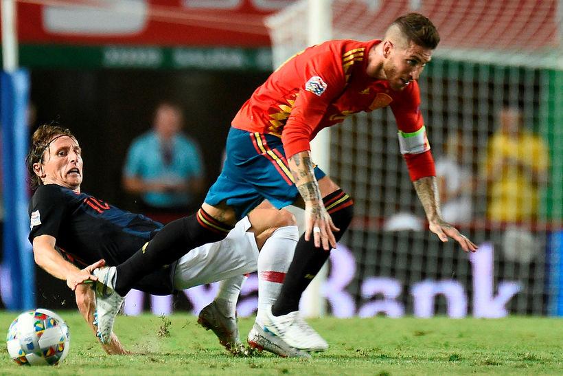 Sergio Ramos í baráttu við Luka Modric í kvöld.