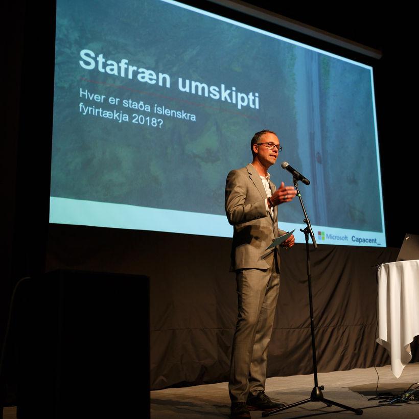 Halldór Þorkelsson, framkvæmdastjóri Capacent var fundarstjóri.