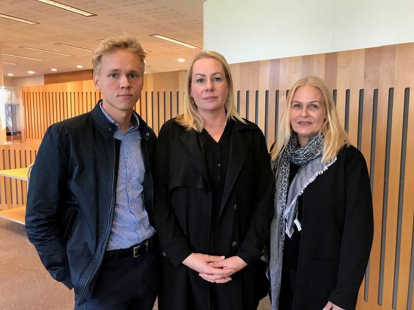 Fjölskyldan hlýddi á málflutninginn í Hæstarétti í gær og í ...