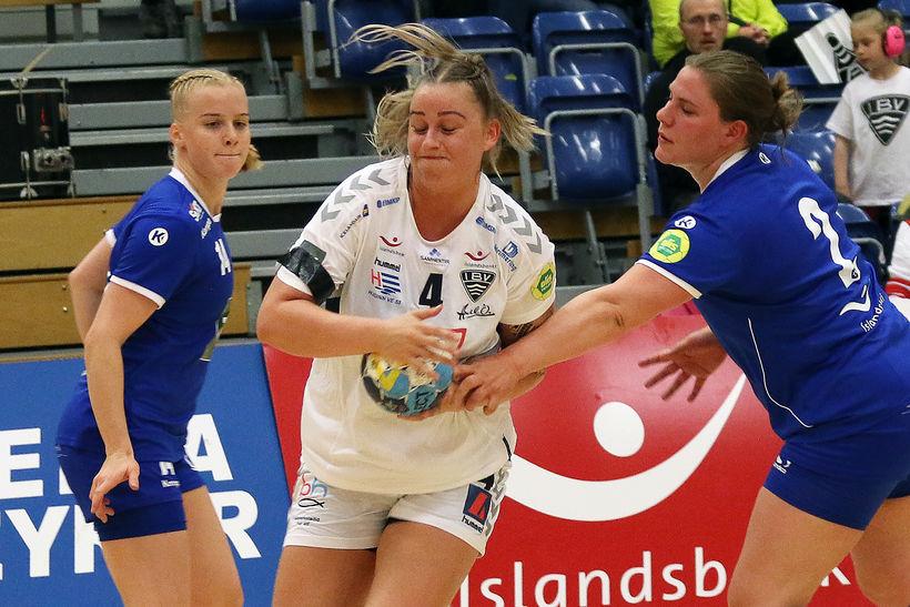 Sandra Dís Sigurðardóttir er hér komin í gegnum vörn Stjörnunnar ...