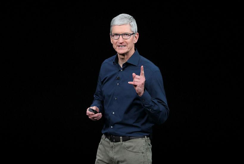 """Tim Cook, forstjóri Apple, hefur sagt úrskurðinn """"algjört stjórnmálakjaftæði"""" (e. ..."""