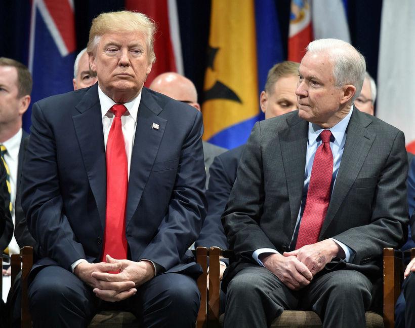 Donald Trump Bandaríkjaforseti og Jeff Sessions, fyrrverandi dómsmálaráðherra.