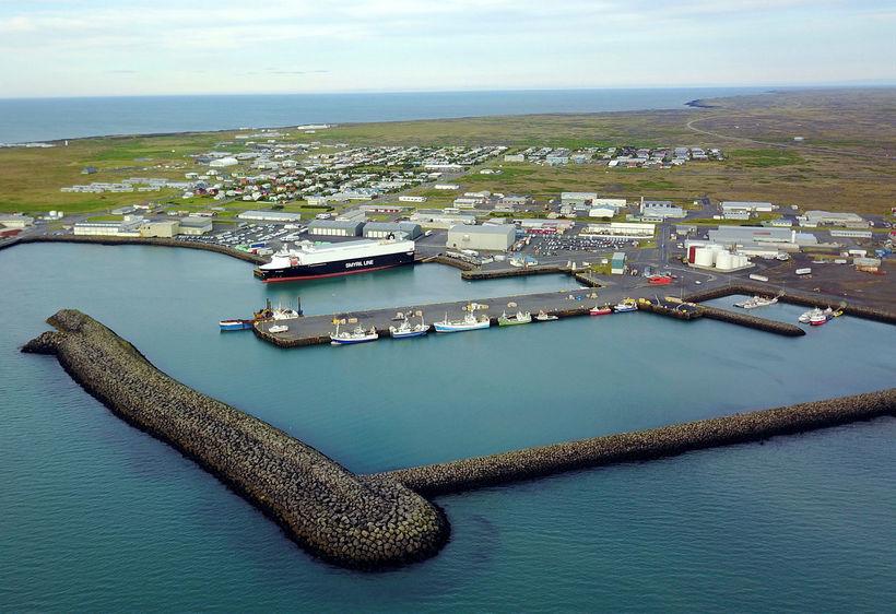 Hafnarmannvirki í Þorlákshöfn.