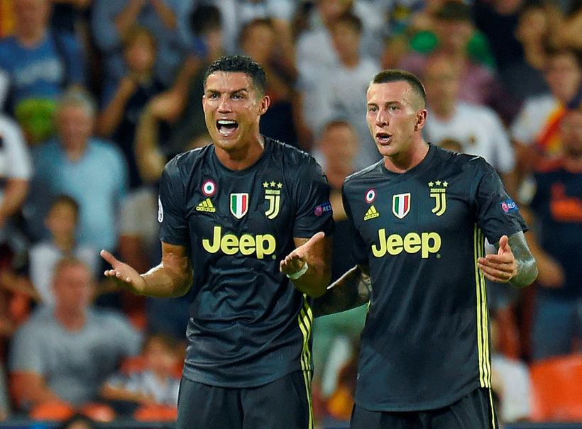 Viðbrögð Ronaldos þegar rauða spjaldið fór á loft.